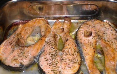 Salmone al forno - Una ricetta facile e veloce per preparare il salmone al forno e servire un secondo di pesce leggero.
