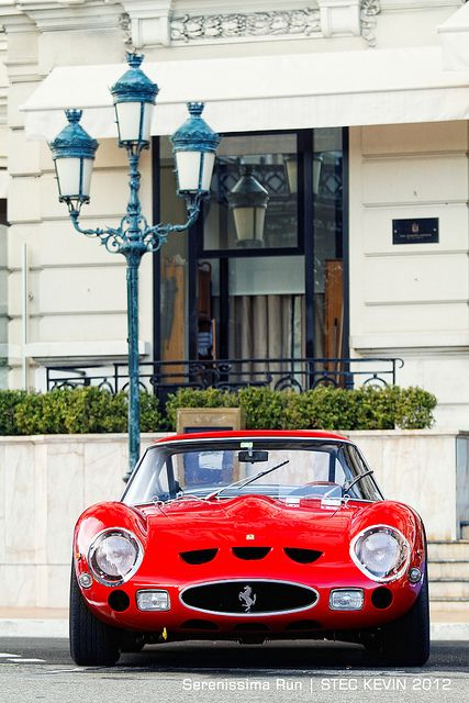 An undeniably sexy Ferrari 250 GTO -Like cars? We migtht pay for it - http://www.1worldand1vision.com/#Benz%20Club