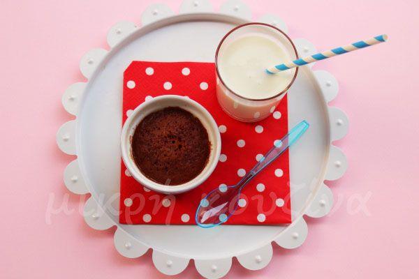 μικρή κουζίνα: Εύκολο κέικ σοκολάτας χωρίς ζάχαρη σε 30 δευτερόλε...