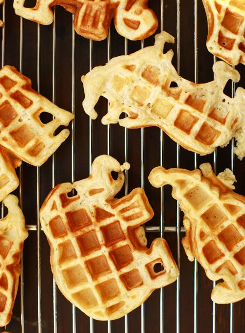 wouldn't it be great if all our food came in animal shapes? these waffles remind me of animal shaped biscuits i used to enjoy with my sister on lazy Sunday afternoons :)
