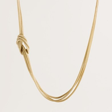 This necklace seems super classy!