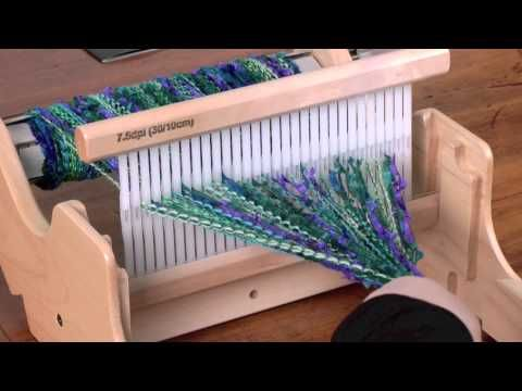 Loom Knitting Two color side on a double rake/Bufanda de dos colores - YouTube