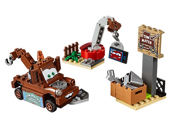 Take time out with Disney•Pixar's Mater to connect with pal Lightning McQueen, featuring a video screen displaying Lightning McQueen, crane, car parts and Mater LEGO Juniors character.