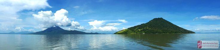 Impresionantes volcanes Momotombo y Momotombito en el lago de #Managua #Nicaragua #fotografía de #delpilarsanchez