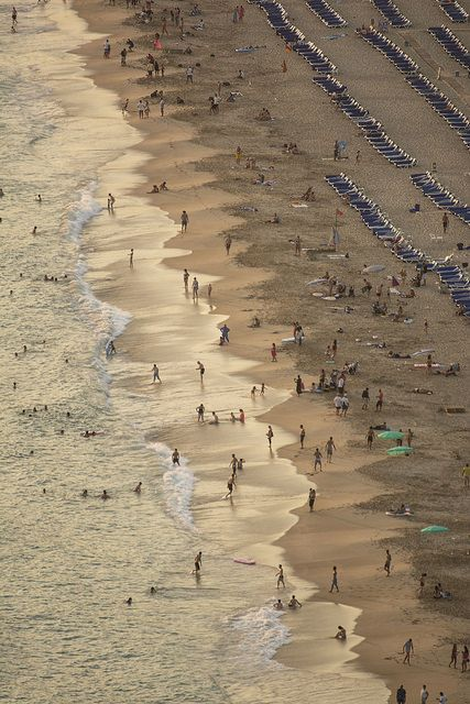 В Алании есть роскошные пляжи. Пляж Клеопатра один из самых знаменитых пляжей в Алании. Город полный ярких туристических мест и область, которую много туристов выбрали для своего второго дома. Посетите Malıbu Invest Real Estate в Алании, мы дадим вам подробную информацию о прекрасных инвестиционных возможностях.