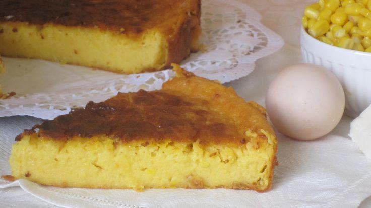 """La torta di mais è un dolce che viene realizzato spesso in Messico, lo si fa sia con del mais raccolto quando la pannocchia è tenera o """"al latte"""" sia con del mais dolce in scatola. Di fatto Il gust…"""