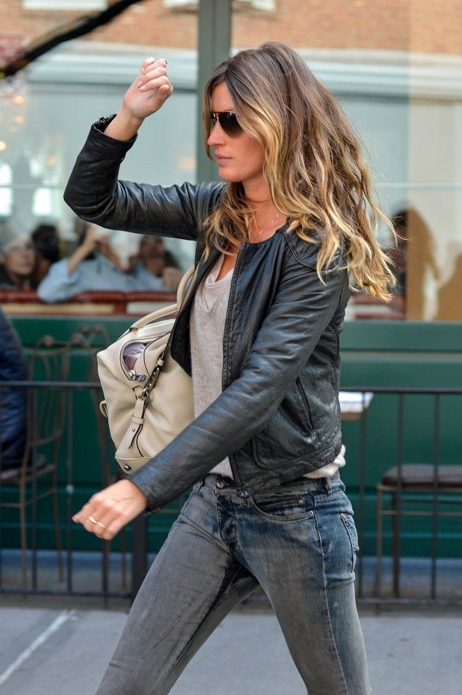 Gisele Bundchen - Gisele Bundchen Busy in NYC