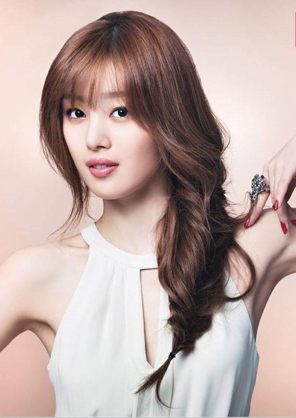 Kpop artist Secret Sunhwa; Braided wavy locks