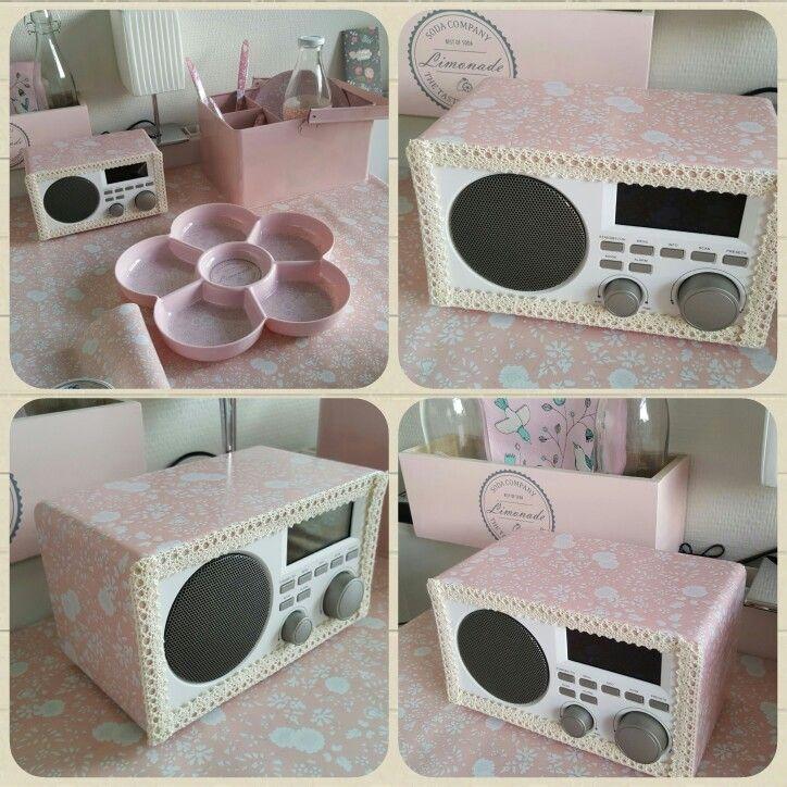 Rød radio blev til en fin radio med lidt voksdug og blondetape. Made by Mutti