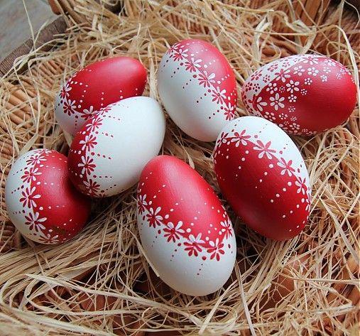 Červeno-bílé husí kraslice