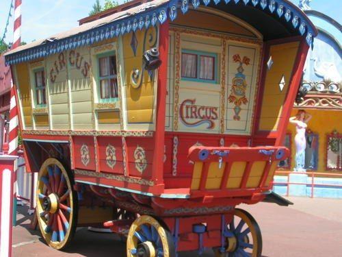 Roulotte de cirque: Circus, Style Cirque, En Roulotte, Roulott De, Pipo Roulotte Gypsy Caravan, Gypsy Wagon, De Roulotte, Ma Pipo Roulotte Gypsy, Gypsy Name