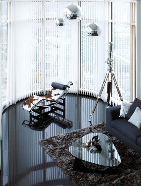 Herontdek de verticale jaloezie en zie hoe functionaliteit en een moderne, strakke uitstraling uitstekend samengaan. www.kokwonenenlifestyle.nl