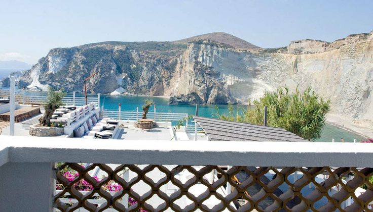 Vista Mare con piccolo balconcino per le vacanze al mare in Italia(Hotel Chiaia di Luna, Isola di Ponza)