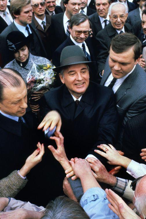 Chris Niedenthal | Michaił Gorbaczow podczas wizyty w Pradze (jeszcze Czechosłowacja) | 1987
