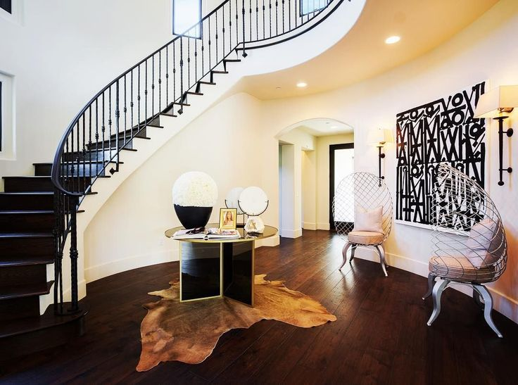 Any room in your house can arrest the visual journey of your guests with a strong black and white print Take for example this entrance foyer staged by @premierstagers with a Retna print. #premierstagers #retna #kellywearstler #the_agency #realestate #luxury #staging #design #interior #interiors #interiordecor #interiordesign #interiorstyling #classyinteriors #home #homedesign #homedecor #canvas #art #artwork #print #luxuryinteriors #luxuryhomes #architecture #black #blackandwhiteart
