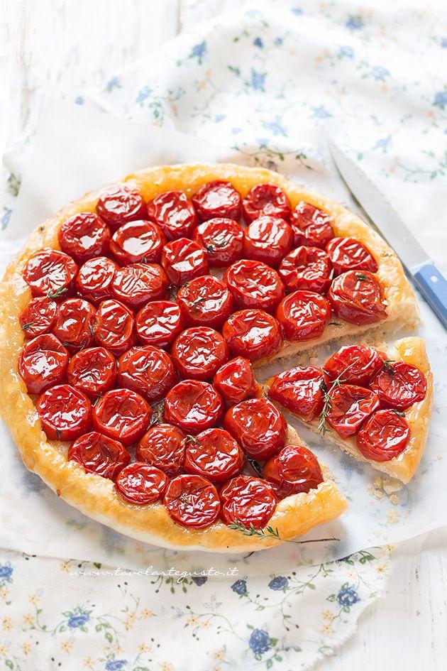 La Tarte Tatin di Pomodorini è una deliziosa tortasalatarovesciata, realizzata con pomodorinicaramellati in forno, ricoperti da un guscio croccante di pasta brisée,che potete sostituire con del…