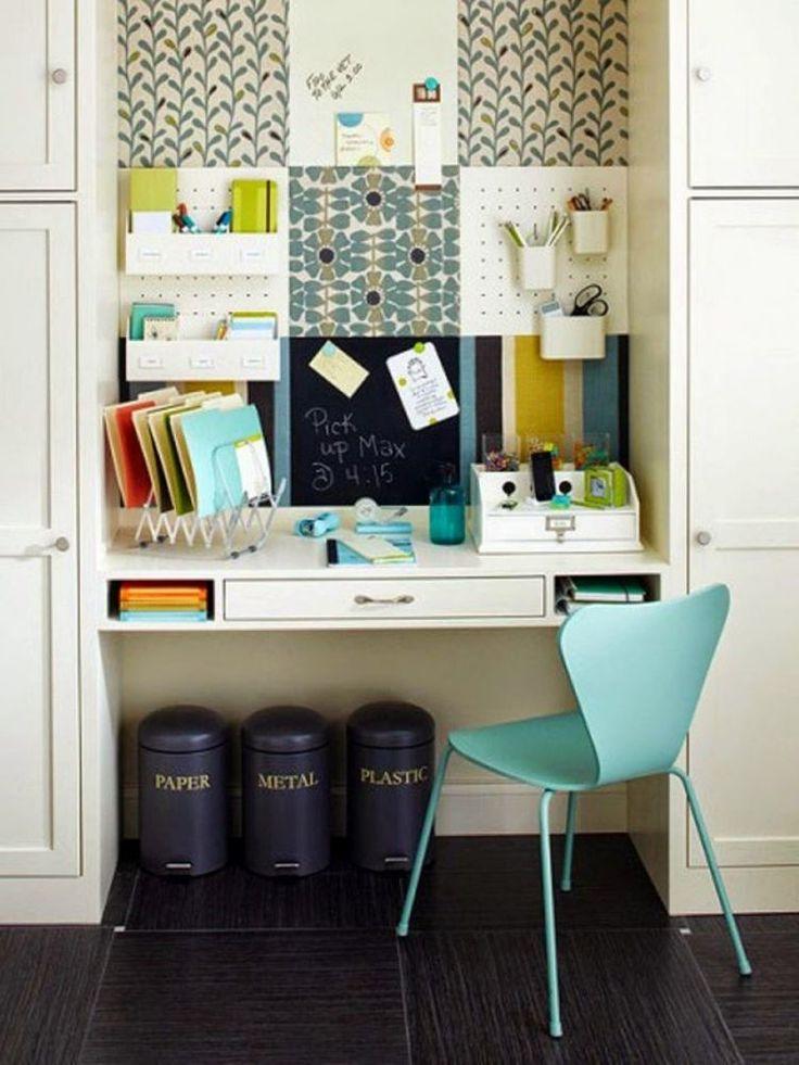 mobilier de petit bureau à domicile - panneau d'affichage et petit bureau