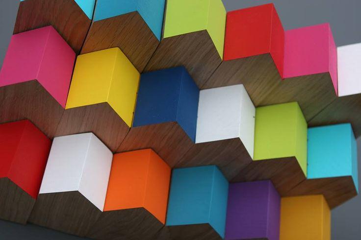 eiken houten huisjes met gekleurde daken