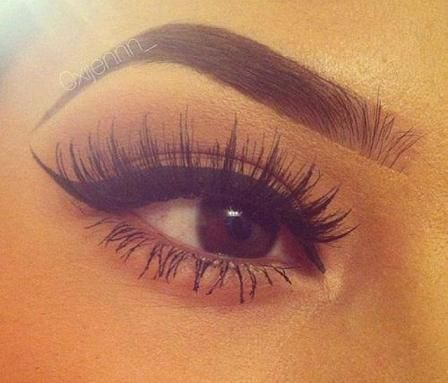 lashes. This is just perfect. why can't my makeup come out like this ):