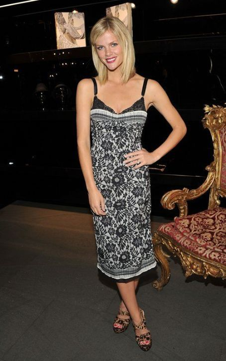 She's one of the top models in the nation, and last night (September 8) Brooklyn Decker was spotted at Fashion's Night Out in New York City. The Sports Illustrated Swimsuit cover girl looked to be having a marvelous time as she mingled with stars like Justin Bieber and industry bigwigs like Anna Wintour at the Dolce & Gabbana Boutique.