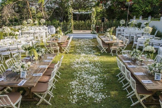 The Backyard Wedding: Budget backyard ceremony decorations http://www.thebackyardwedding.com/ceremonyideas/