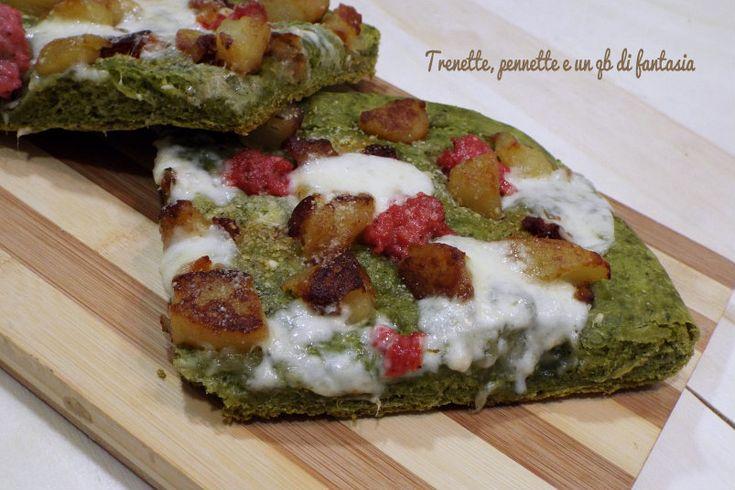 Pizza+verde+con+patate,+salsiccia+e+taleggio