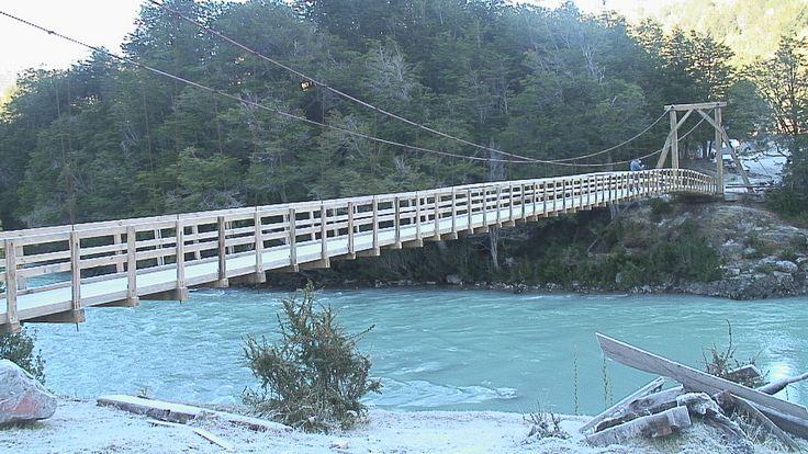Swinging bridge over the Futaleufu River | from the Municipality of Futaleufu. http://www.futaleufu.cl/noticia_foto/DSC00661.JPG