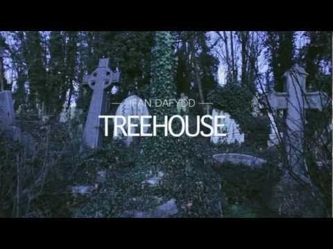 41. Ifan Dafydd  - Treehouse    James Blakeの覆面プロジェクトでは?との噂も飛んだアーティストのシングル曲。現時点ではJBの2匹目のドジョウ感は否めないが、今後どんな個性を発揮してくれるか注目だ。