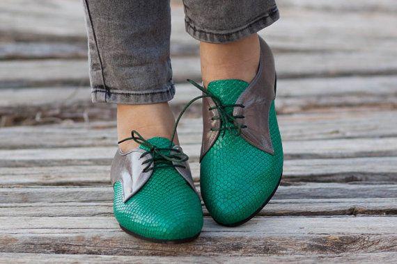 Grüne Oxford Schuhe enge Schuhe flache Schuhe grüne von BangiShop, $105.00