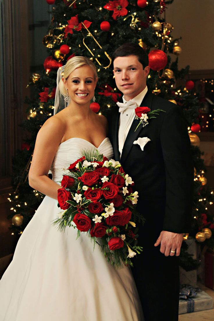 I really want a back year fall wedding.... but if it is closer to christmas than this would be beautiful!! Christmas Wedding