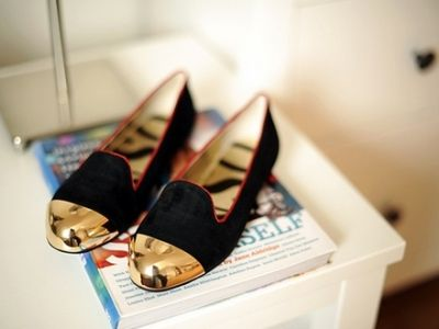 .Gold Toes, Fashion Style, Metals, Gold Accent, Black Gold, Toes Shoes, Flats, Gold Dips, Gold Shoes