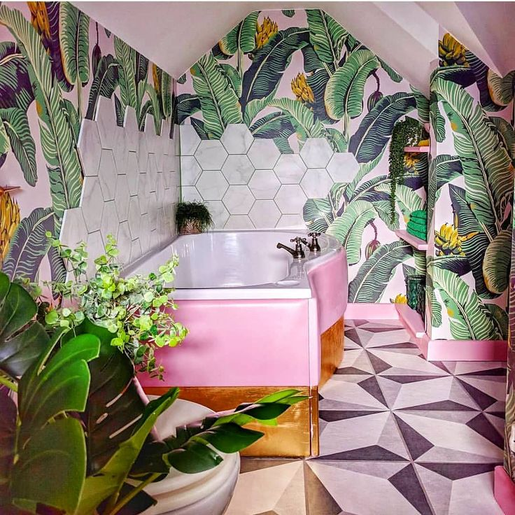 Vintage style tropical bathroom Tropical bathroom, Palm