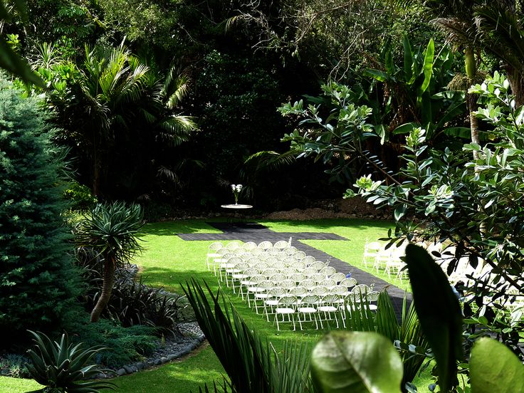 Te Toki Retreat, Waiheke Island. Waiheke has become one of NZ's most popular wedding destinations. Te Toki's privacy, stunning gardens, beautiful decor and attention to detail make this hidden gem one of our favourite wedding places http://www.venues.org.nz/accommodation/lodges-cottages-villas/te-toki-retreat-l4718.html