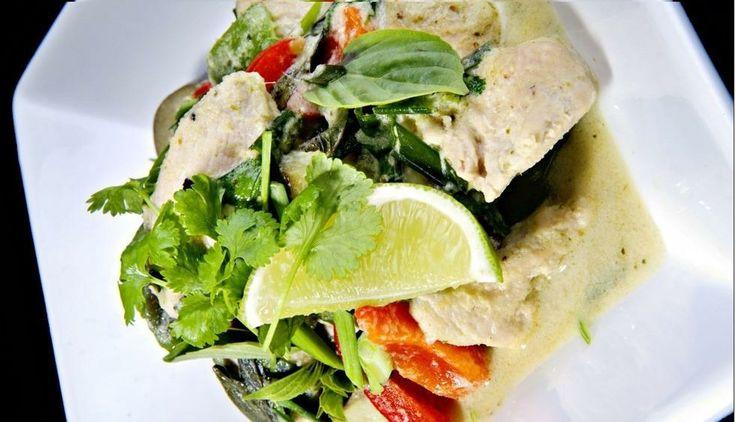 Grønn karri og kokoskylling - Serveres med grønnsaker etter ønske, f.eks. rød og grønn paprika, aspargesbønner, hvitløksstilker, aubergine eller mini Thai Aubergine