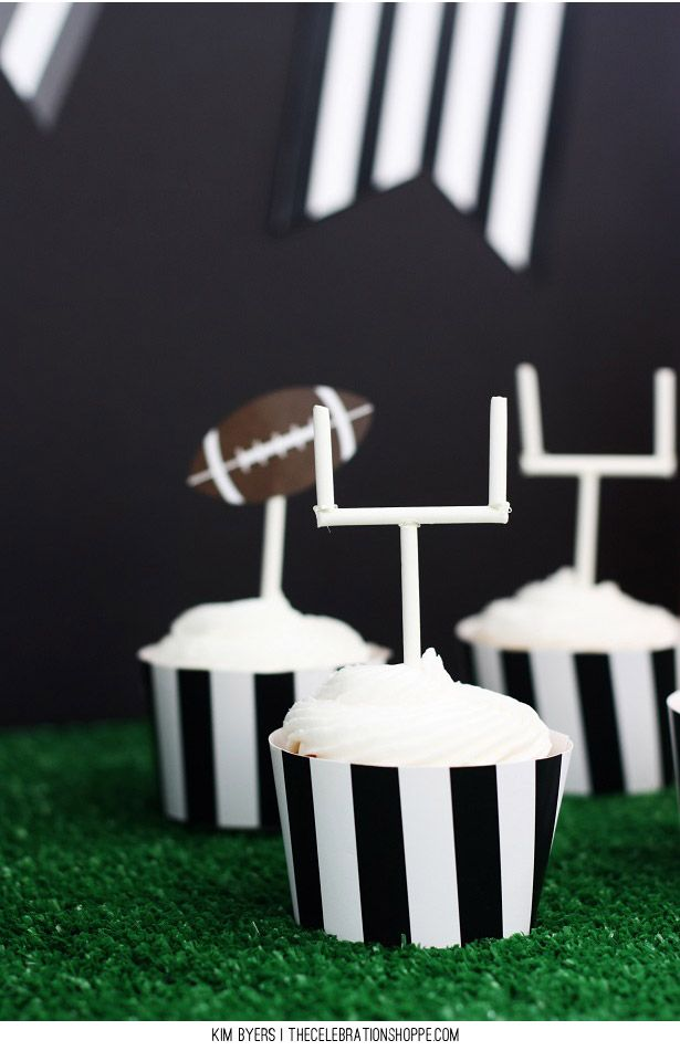 Football Field Goal Cupcakes - perfect for Tailgate Parties!