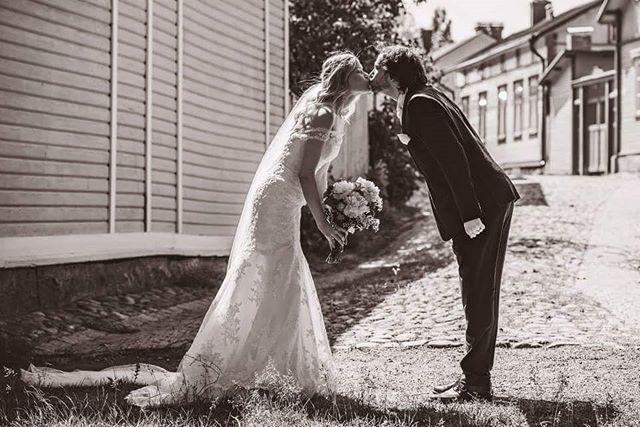 😊💖😊 Two goofy together.. Yep, you complete me 😀  #lovetobeyours #ido #nowandforever #yoursforever #summerwedding #weddingideas #weddingphotography #wedding #oldrauma #vanharauma #finland #togetherforever #husbandandwife #bestdayever #iloveyou (photo: jussijeremiaphotography)