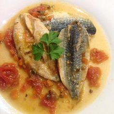 Ce soir c'est maquereau en escabeche express ! ça change des sardines et puis on est pas obligé d'attendre l'été. Facile, rapide et pas cher. Avec des maquereaux entier ou en filet, ce que vous trouvez. huile d'olive oignon frais vin blanc 1 tomate 1...
