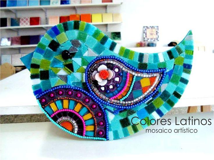 Pajarito realizado con venecitas tiras de perlas y mostacillones texturas en mosaico de - Mosaico de colores ...
