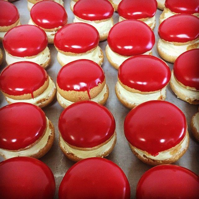 Custom order red mini Kokkakia!!! Perfect for Easter #kokkakia #chocolate #chocoholic #realcream #Greek #whoopiepie #κοκ #greekdessert #GreekBakery #papevillage #eastyork #SeranoBakery #Torontobakery