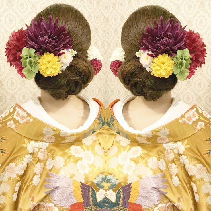 結婚式の前撮り 和装ロケーション撮影のお客様下めでまとめて 面をしっかり出したスタイル 大きめのお花を中心に はっきりした色を組み合わせて 左右に付けました #ヘア #ヘアメイク #ヘアアレンジ #結婚式 #結婚式ヘア #サロモ #美容学生 #ウェディング #バニラエミュ #セットサロン #ヘアセット #アップスタイル #成人式ヘア #プレ花嫁 #フォトウェディング #前撮り #着物ヘア#2016冬婚#卒業式ヘア #花#色打掛#2017夏婚 #2017春婚 #結婚準備#卒業式#日本中のプレ花嫁さんと繋がりたい #2017秋婚  #2017冬婚 #花嫁ヘア