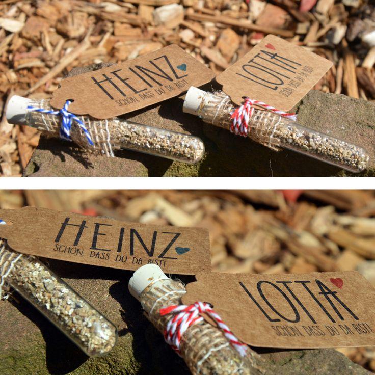 """Namenskarte Gastgeschenk Platzkarte Tischkarte im Reagenzglas """"LOTTA & HEINZ""""  Nicht einfach nur eine Platzkarte. Hier ist auch gleich das Gastgeschenk mit drin - inklusive Langzeitwirkung.   Eure Gäste werden sich beim Anblick der Wildblumen immer wieder an Euer ganz besonderes Fest zurückerinnern!  Gibts hier:  http://de.dawanda.com/shop/ChrisSign  Infos auch unter unserer Website:  www.chrissign.com"""