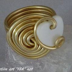 Bague coeur de nacre montage fil d'aluminium doré