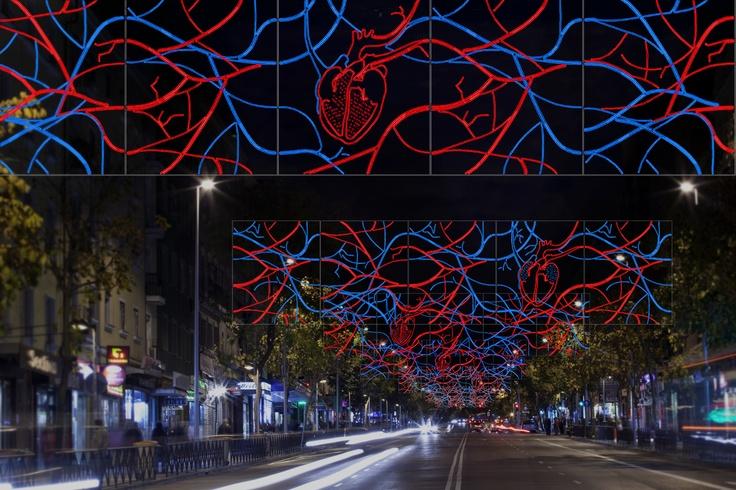 El diseñador David Delfín crea esta composición luminosa donde al aumentarse ligeramente la iluminación en la segunda fase se crea un sutil efecto de pulsación