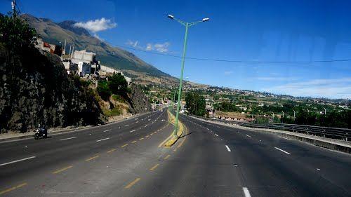 Autopista . Ibarra - Ecuador