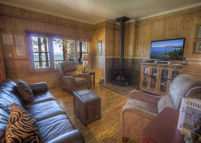 Rustic living suite - living room - cabin - rustic cabin rental - Lake Tahoe inspired home - #rnrvacationrentals #southlaketahoe VIA RnR Vacation Rentals rnrvr.com South Lake Tahoe