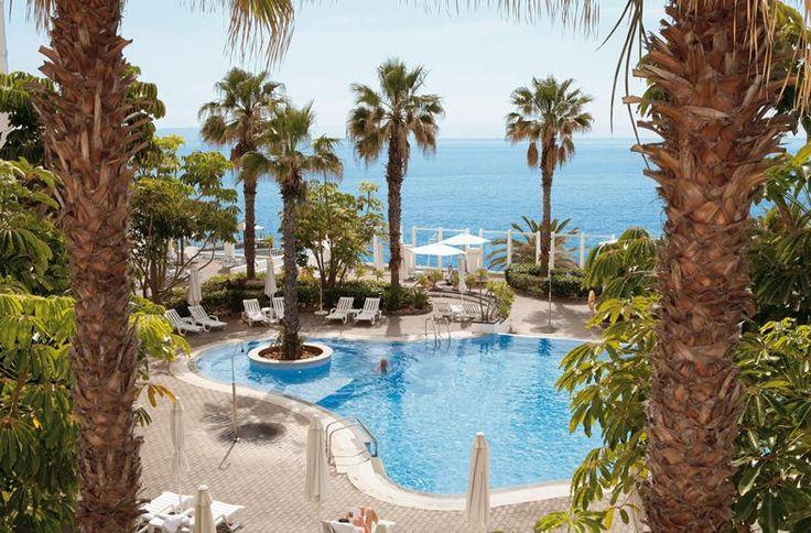 RIU hotels staan altijd op bijzondere plekken. Daarbij krijg je elke avond een culinaire verrassing voorgeschoteld en het personeel staat altijd voor je klaar. Kortom, een luxe vakantie met klasse en kwaliteit tot in de details. Adembenemend is het uitzicht vanaf het panoramisch terras van RIU Palace Madeira. Een frisse duik is een prima begin van de dag. Behalve de mooie uitzichten beschikt het hotel over nog meer verwennerij.