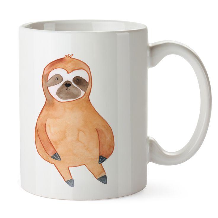 Tasse Faultier Zufrieden aus Keramik  Weiß - Das Original von Mr. & Mrs. Panda.  Eine wunderschöne spülmaschinenfeste Keramiktasse (bis zu 2000 Waschgänge!!!) aus dem Hause Mr. & Mrs. Panda, liebevoll verziert mit handentworfenen Sprüchen, Motiven und Zeichnungen. Unsere Tassen sind immer ein besonders liebevolles und einzigartiges Geschenk. Jede Tasse wird von Mrs. Panda entworfen und in liebevoller Arbeit in unserer Manufaktur in Norddeutschland gefertigt.     Über unser Motiv Faultier…