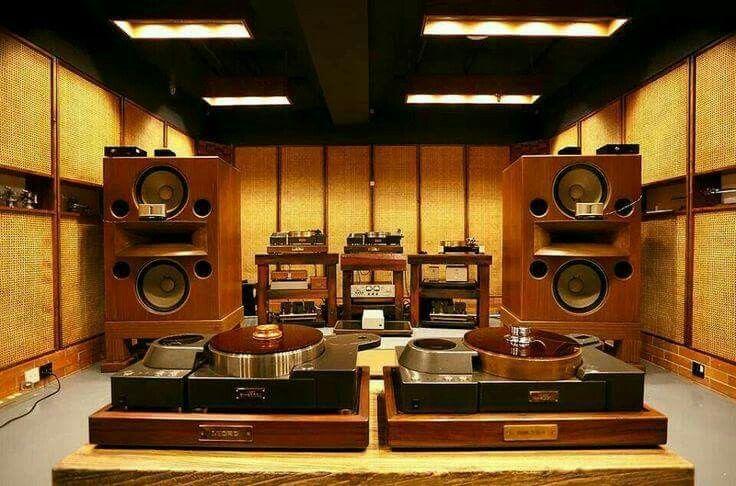 High end audio audiophile music listening room ...