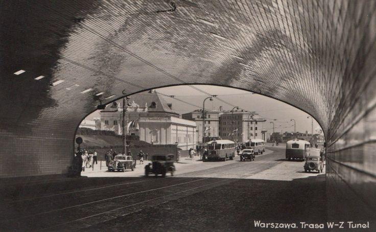 Widok z tunelu warszawskiej Trasy W-Z, 1949 r. Trasa W-Z była pierwszą większą inwestycją w powojennej Polsce, została zaprojektowana przez Pracownię W-Z w składzie: Józef Sigalin, Stanisław Jankowski, Zygmunt Stępiński, Jan Knothe. fot. fotopolska.eu