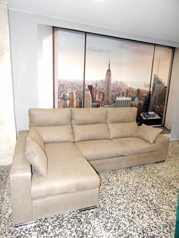Sofá 3 plazas + chaise-long, asientos deslizantes, respaldos reclinables y brazo pouff. Comodísimo y muy práctico.